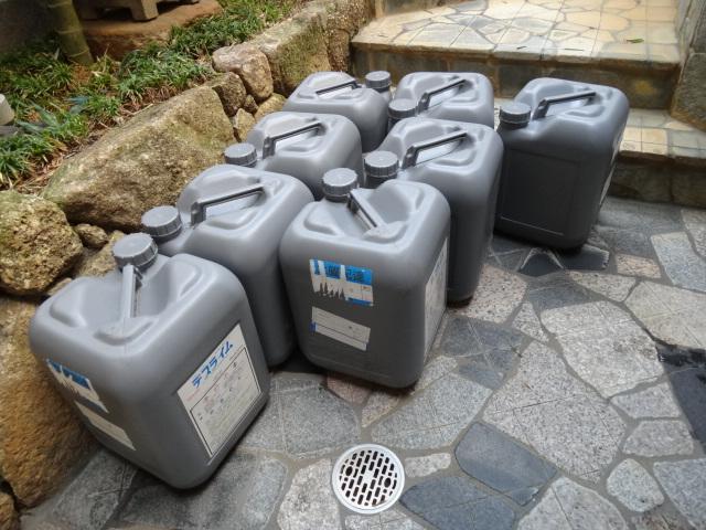 過酸化水素で配管内を洗浄、中和剤は塩素系です。
