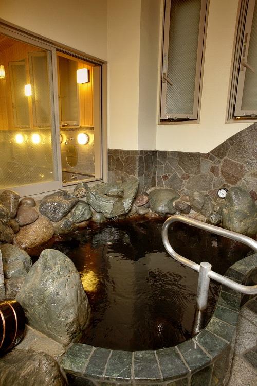 清水湯の温泉だって若返り、美肌に効果があるんです。
