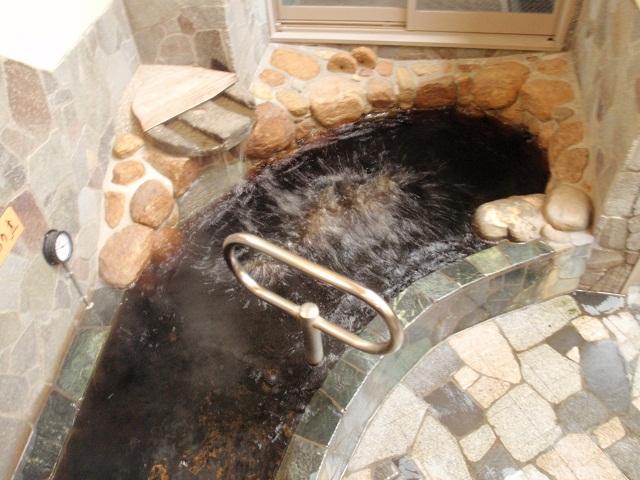 長寿の元、天然黒湯温泉♪