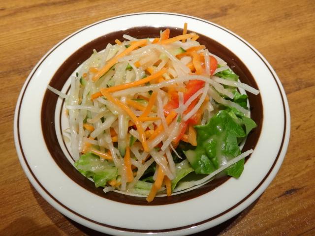 お肉の前はサラダが消化吸収にいいですよ。