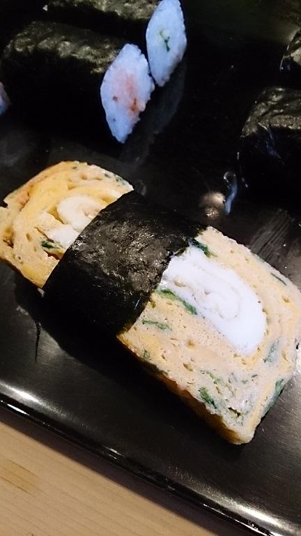 玉子焼きはその日に作りたてがのほやほやを食べれます。美味しいですよ~。