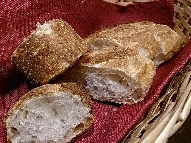 焼き立てパンもおすすめです。