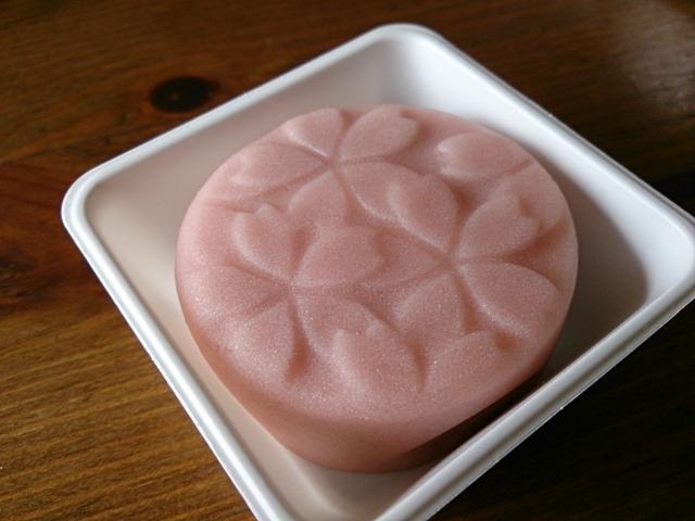 キレイで上品な和菓子です。