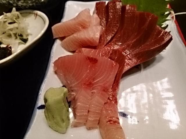 鳥料理だけじゃないんです。刺身も美味しいですよ。