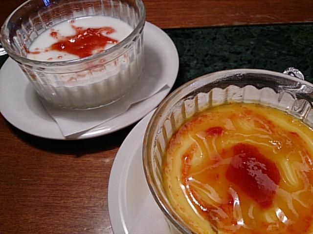 マンゴープリンと杏仁豆腐です。
