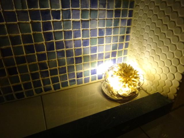 照明をおとした岩盤浴のなかは心とカラダと対話できる空間なんです。