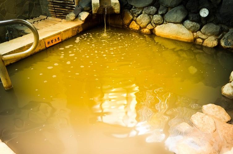黄金っていったら黄金なんです。有吉君は泥湯といってましたが・・・。汗